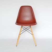 Vitra Eames Plastic Side Chair DSW Oxidrot Ahorn MidModern 01