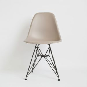 MidModern Vitra Eames Plastic Side Chair DSR - Mauve Outdoor (Neue Höhe)