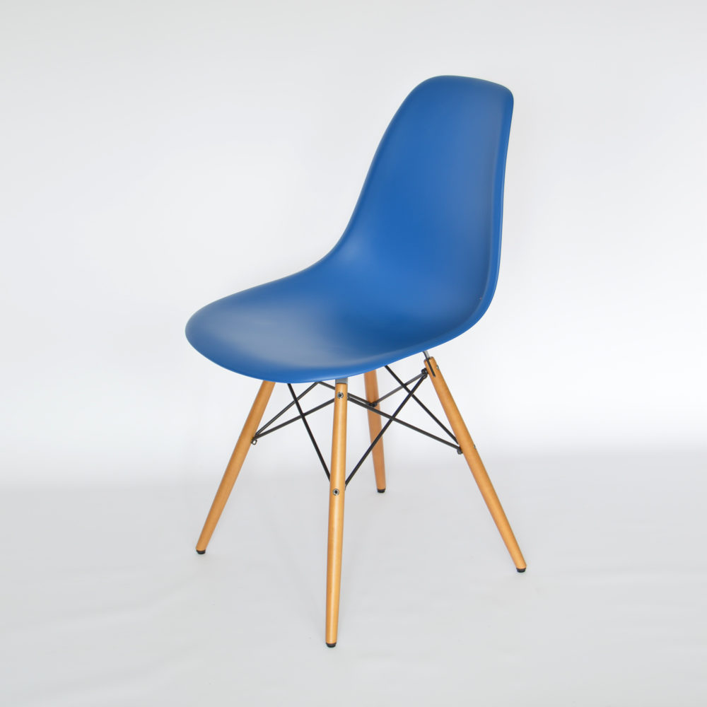 vitra eames plastic side chair dsw marineblau ahorn. Black Bedroom Furniture Sets. Home Design Ideas