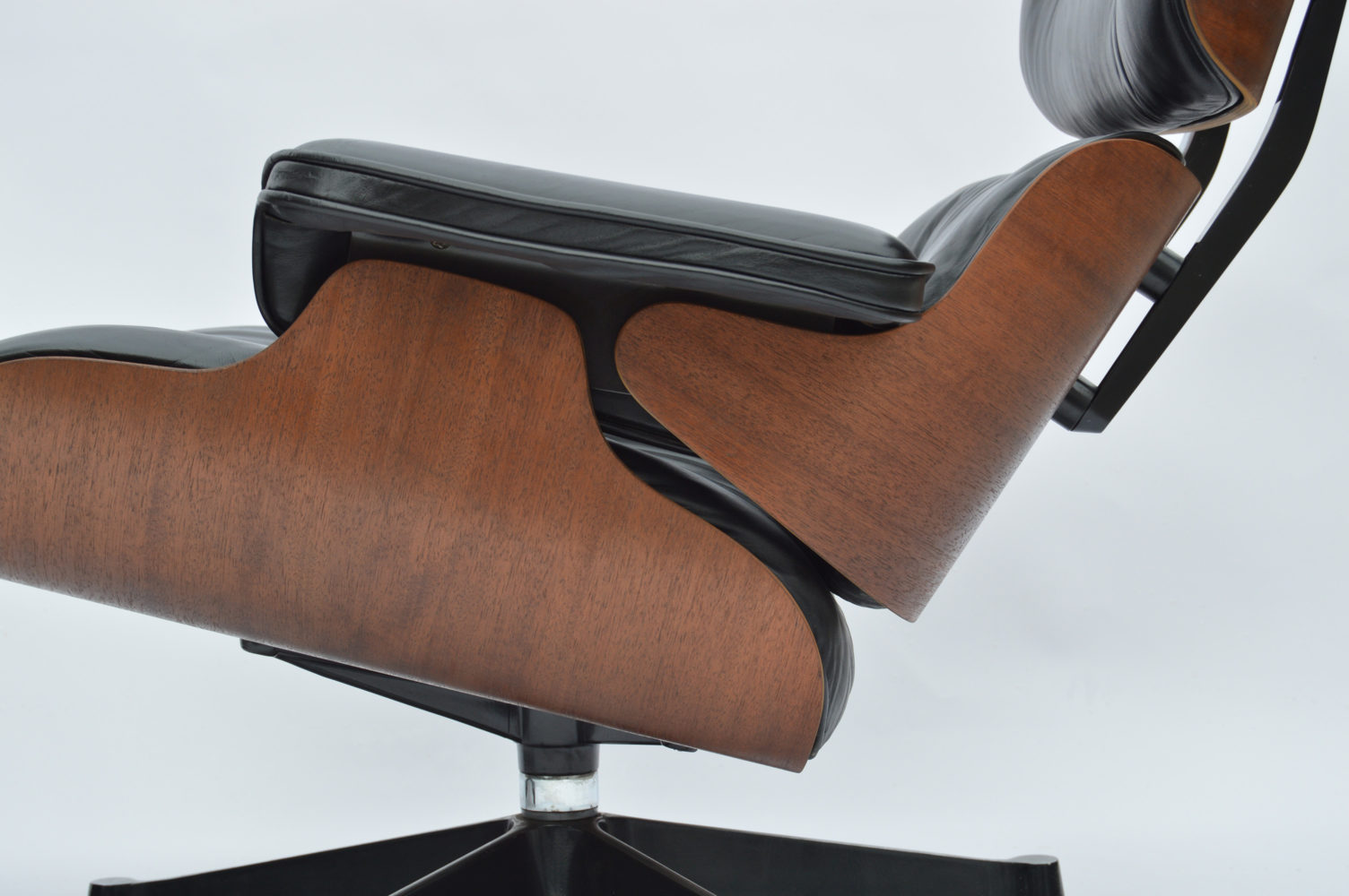 White ash eames 174 lounge chair amp ottoman hivemodern com - Eames Lounge Chair Gnstig Eames Lounge Chair By Vitra Im Design Sortiment Von Midmodern With Eames Lounge Chair Pris
