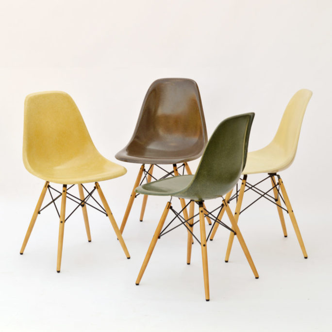 MidModern 4er Set Eames Side Chairs DSW Fiberglass