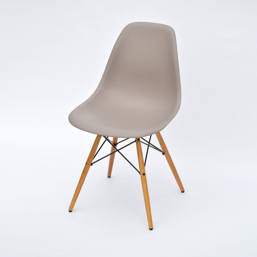 vitra eames plastic side chair mauve hellgrau ahorn neue h he. Black Bedroom Furniture Sets. Home Design Ideas
