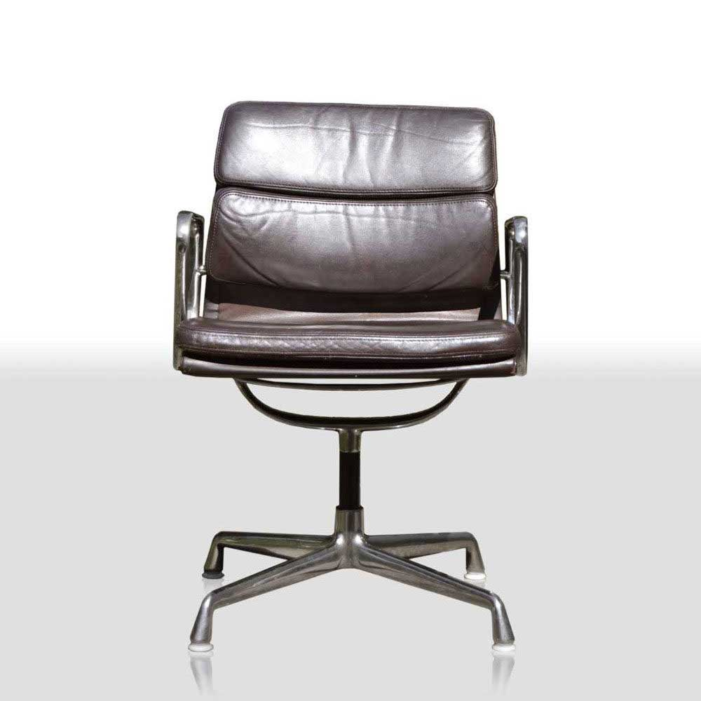 MidModern Vitra Eames Aluminium Group Chair EA 207 Soft Pad