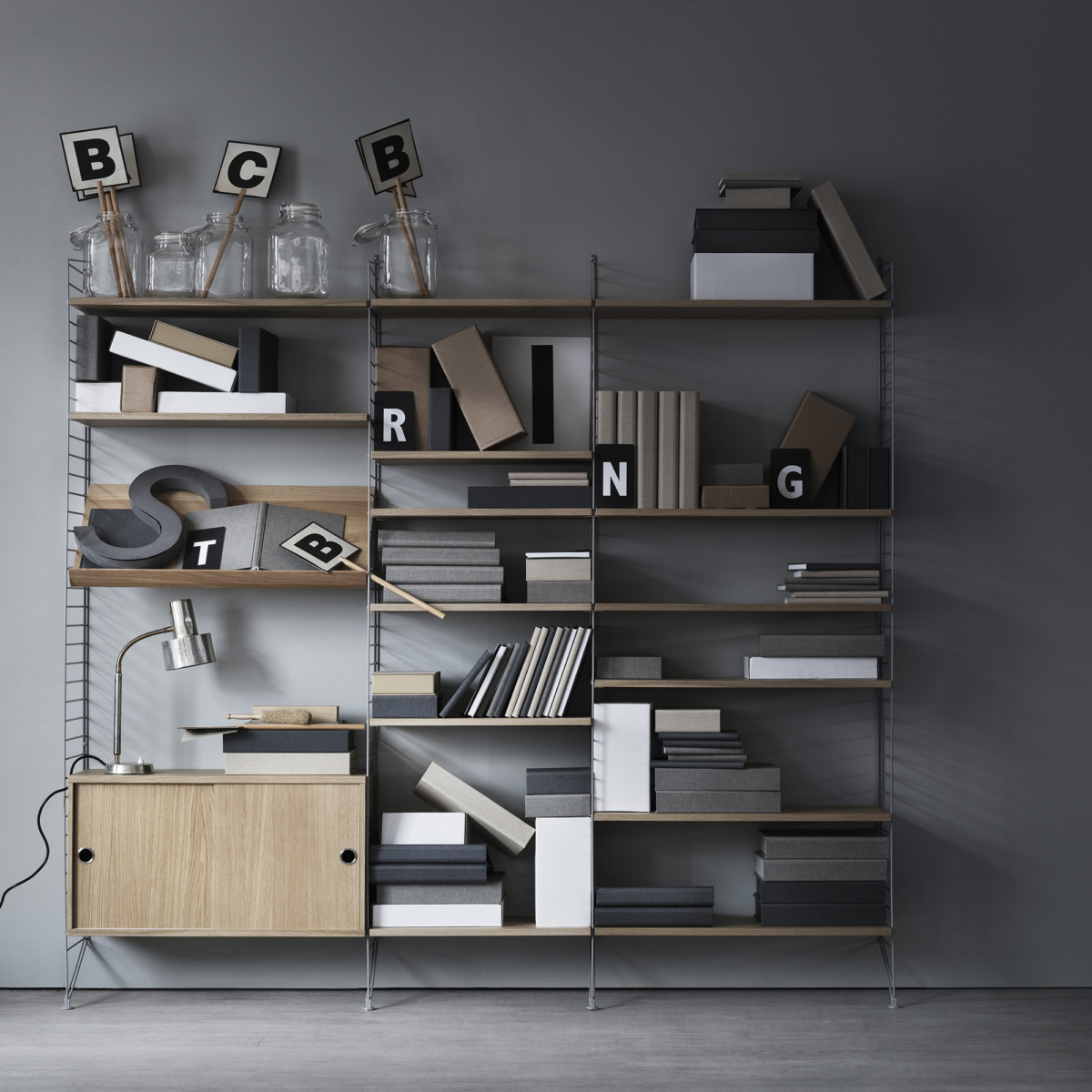 string system schrankmodul mit schiebet ren bei midmodern. Black Bedroom Furniture Sets. Home Design Ideas